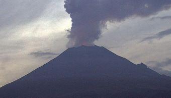 Volcán Popocatépetl emite 35 exhalaciones de baja intensidad