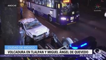 Vuelca automóvil en Tlalpan y Miguel Ángel de Quevedo