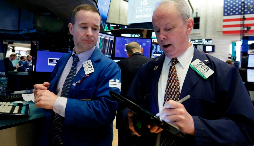 Wall Street abre a la baja y Dow Jones desciende