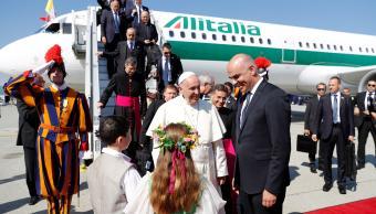 papa francisco llega ginebra hablar unidad y paz