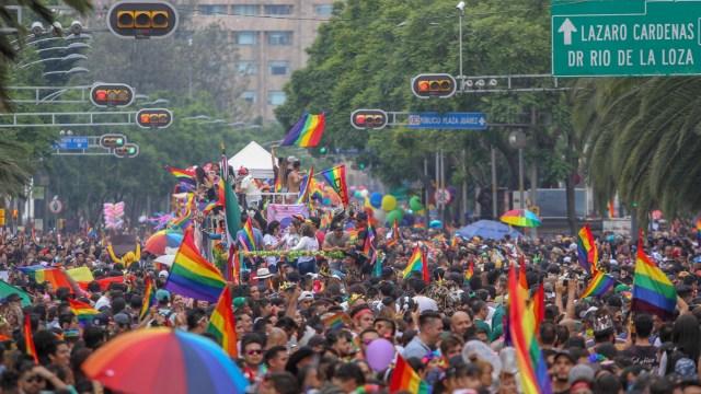 Miles de personas participan en marcha del orgullo gay en CDMX
