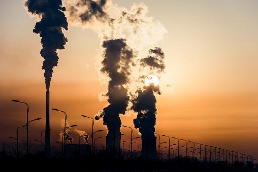 China aumentará restricciones a producción acero y aluminio