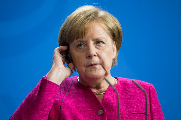 Tensión en bloque conservador de Merkel amenaza gobierno