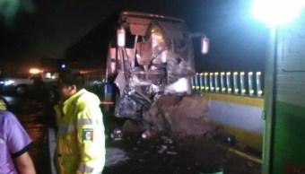 Cae roca sobre la autopista México-Cuernavaca
