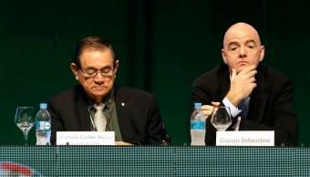 Funcionario deportivo de Brasil ataca a aficionado en Rusia