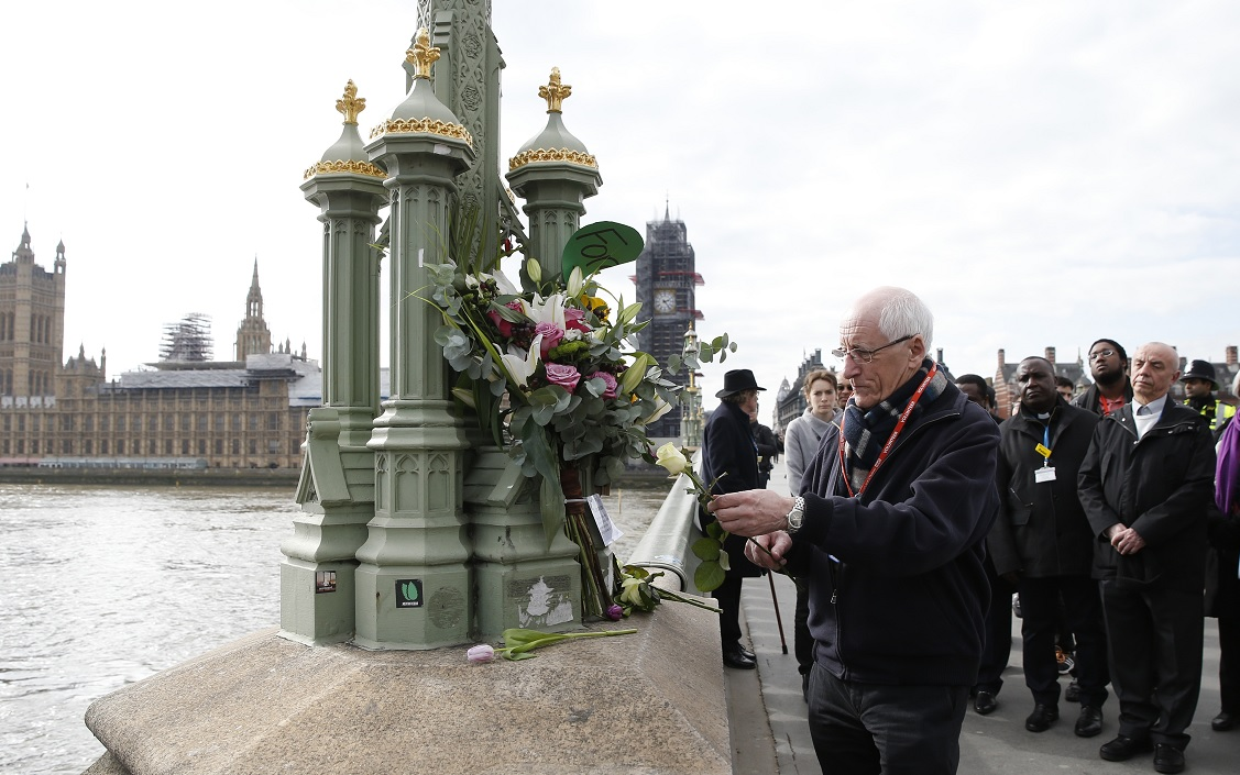 Londres rinde homenaje a ocho asesinados en primer aniversario de atentado