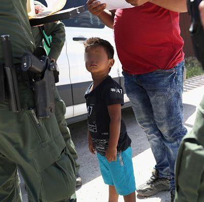 Agentes fronterizos se burlan de niños llorando en centro migratorio de Estados Unidos
