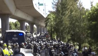 Integrantes de la CNTE se enfrentan con policías en la México-Cuernavaca