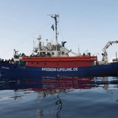Barcelona se ofrece a recibir inmigrantes del Mediterráneo