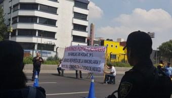 Damnificados del sismo bloquean la Calzada de Tlalpan