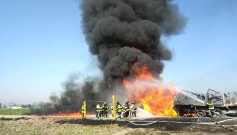 Se incendia toma clandestina en San Pedro Autopan, Edomex