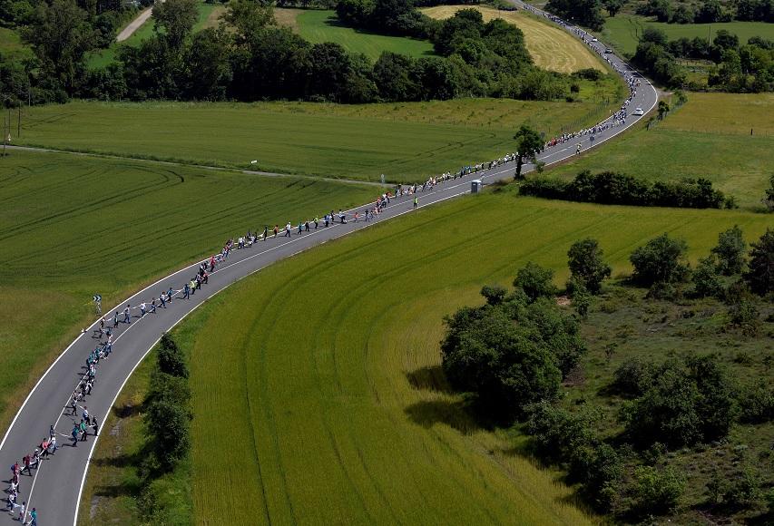 Cadena humana de 202 km une a vascos que defienden la independencia