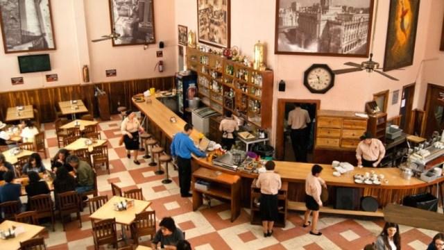 Aficionados viven encuentro México-Suecia en café de la CDMX