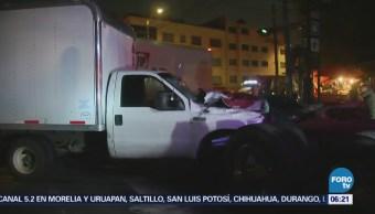 Camión de carga choca contra vehículo en Eje 3 Sur, CDMX
