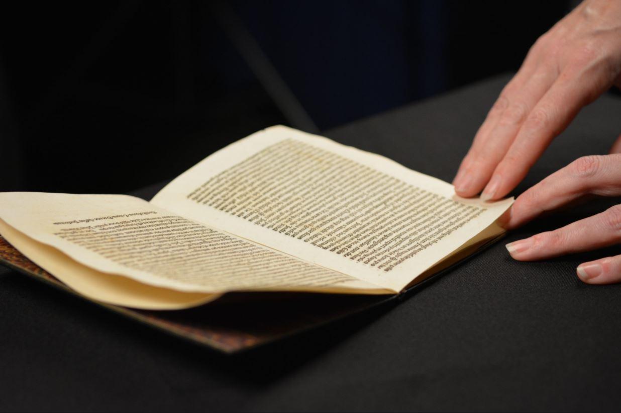 Devuelve a España carta de Cristóbal Colón robada