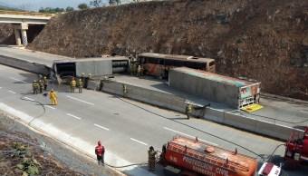 Choca autobús de turismo privado contra trailer en macrolibramiento de Jalisco