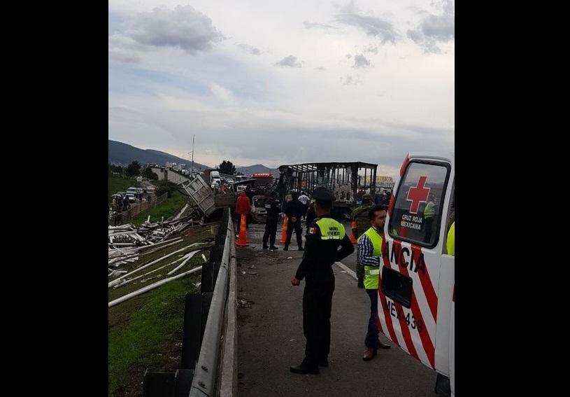 Choque múltiple cuatro muertos Circuito Exterior Mexiquense