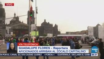 Cientos de fanáticos se concentran en el Zócalo por partido de la selección mexicana