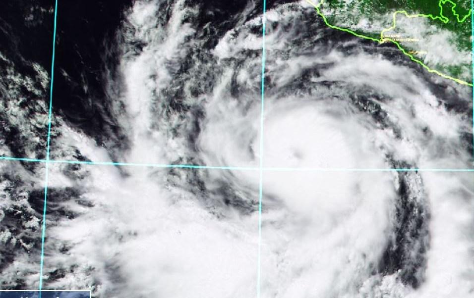 Bud se intensifica a huracán categoría 1