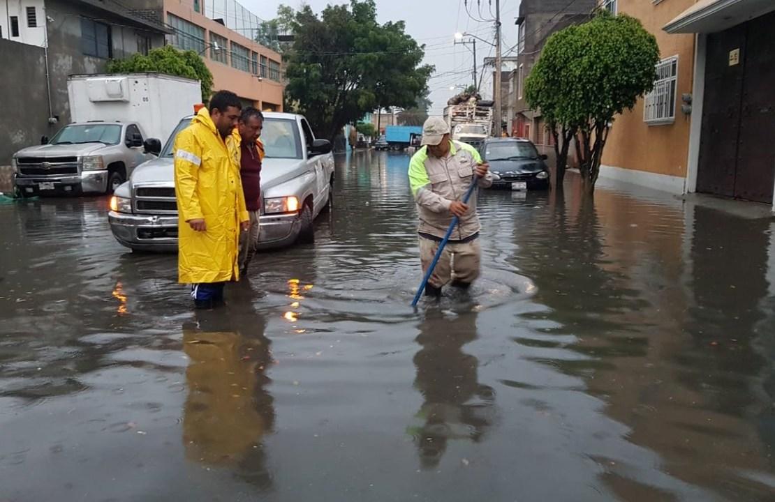 Lluvia deja 12 encharcamientos en el oriente de la CDMX