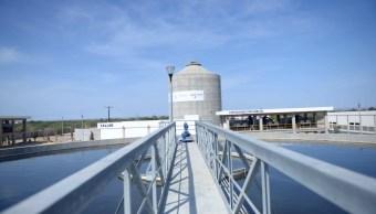 EPN entrega planta de tratamiento y presa en BCS