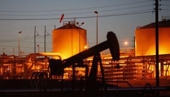 Existencias de petróleo de EU bajan inesperadamente: EIA