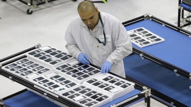 NYT: Facebook acceso a datos usuarios fabricantes celulares