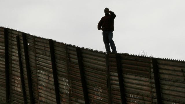 Trump anuncia en Twitter que hablará con México por migración ilegal