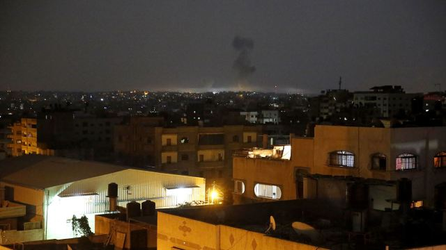 Israel ataca a Hamas en Gaza tras proyectiles