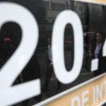 Cae peso frente al dólar, se intensifica tensión comercial
