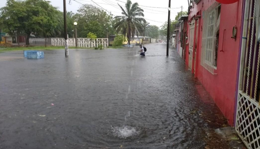 Lluvia causa inundación en Tabasco; 30 viviendas afactadas