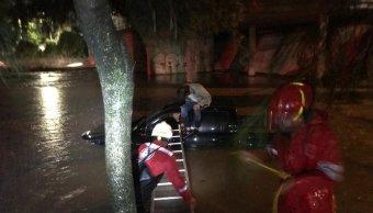 Inundaciones por tormenta en Guadalajara deja vehículos varados