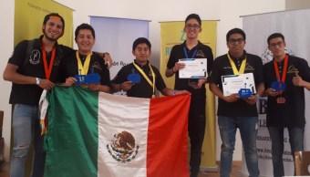 Alumnos del politécnico ganan ocho medallas en competencia