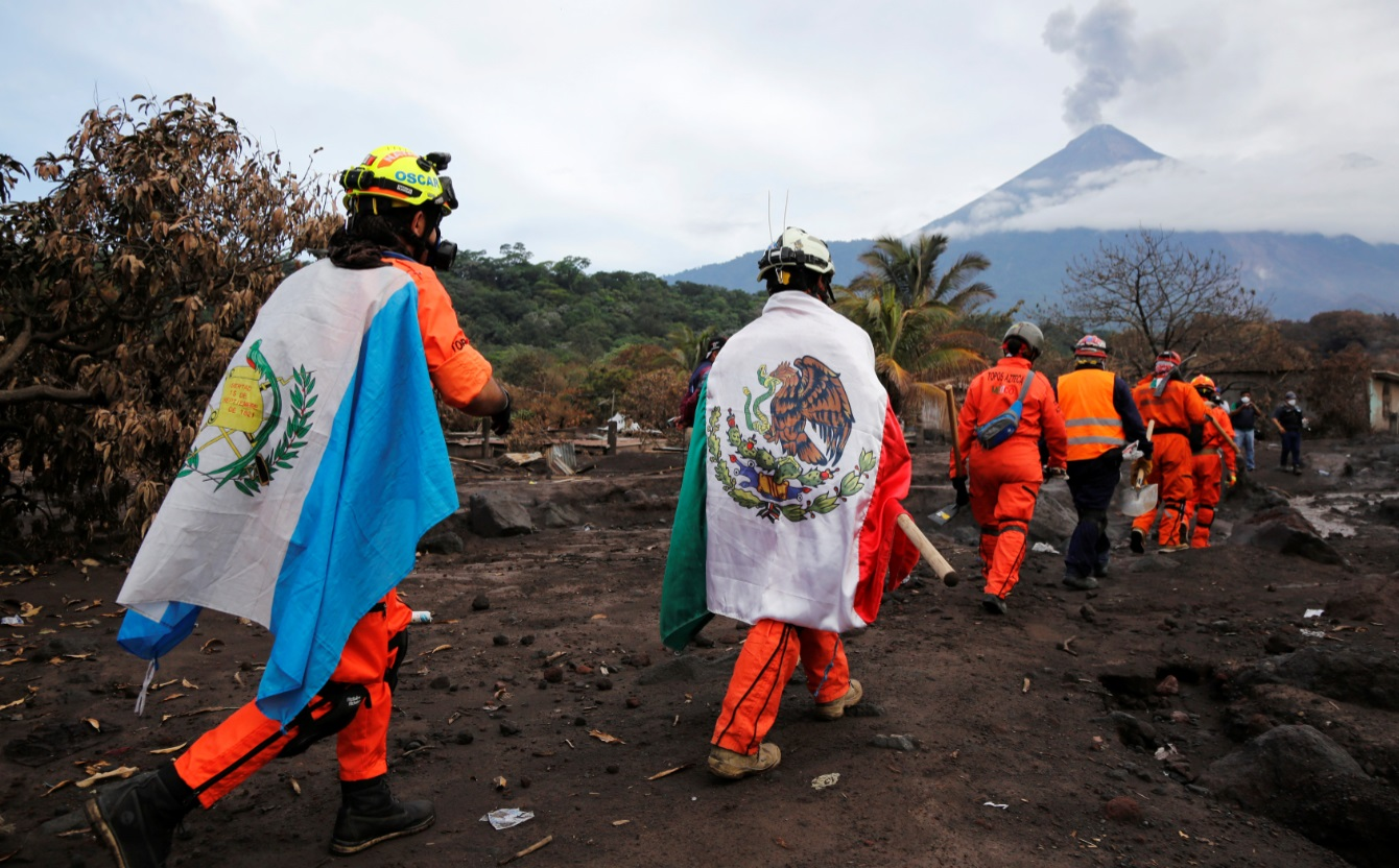 Tensión por lluvias y más explosiones de volcán de Fuego en Guatemala
