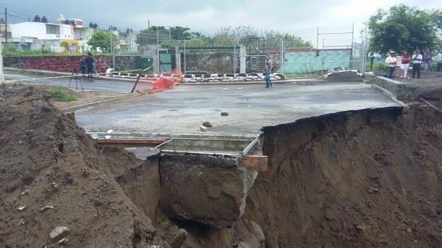 Lluvias causan deslave y socavón en fraccionamiento de Veracruz