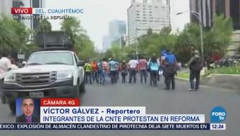 Manifestantes marchan en Reforma rumbo a avenida Bucareli, CDMX