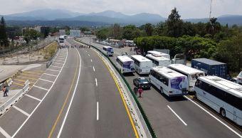Campesinos bloquean autopista México-Cuernavaca por apoyos