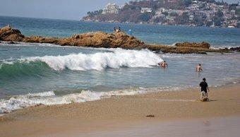 Lluvias aminoran el calor en el puerto de Acapulco