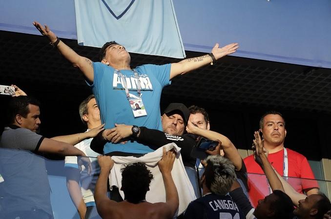 Maradona sufre bajada tensión y trasladado hospital