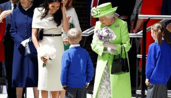 Meghan acompaña por primera vez a Isabel II