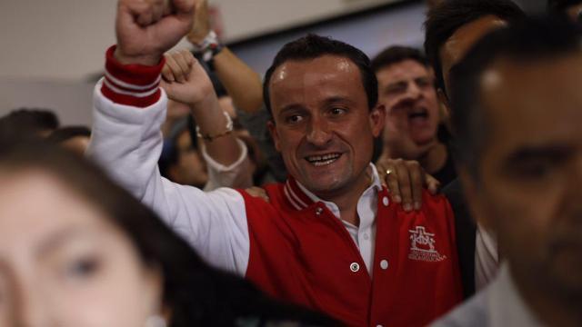 Mikel Arriola se encuentra con estudiantes de la Ibero
