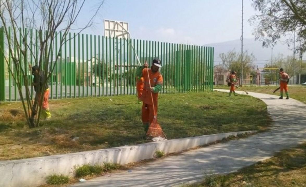 Calor afecta a vendedores y trabajadores ambulantes en Monterrey, NL