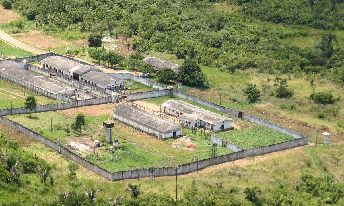 Motín cárcel brasileña deja dos muertos y 54 reos prófugos