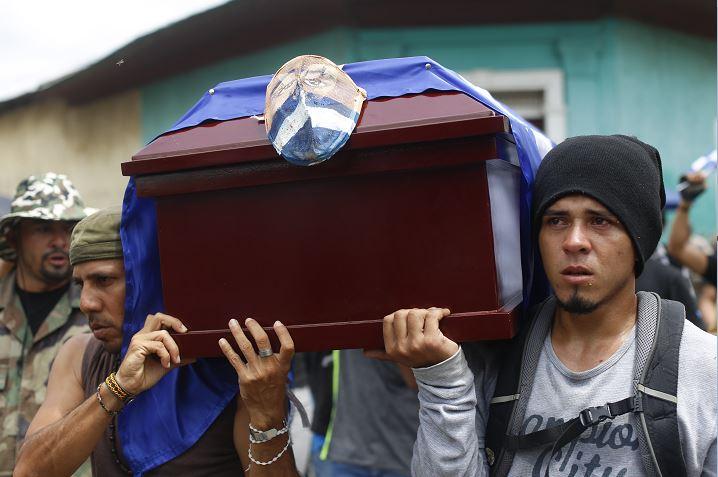 Nicaragua entierra a otra víctima de protestas