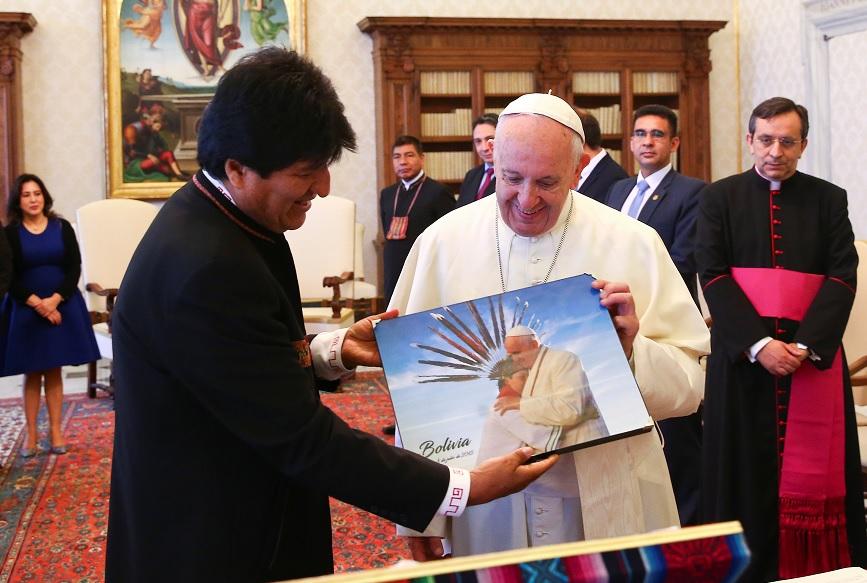 Papa Francisco recibe a Evo Morales y hablan sobre Mundial