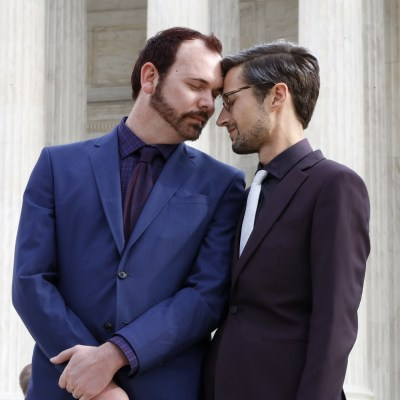 Justicia de EU respalda a pastelero que rechazó hacer pastel a pareja gay