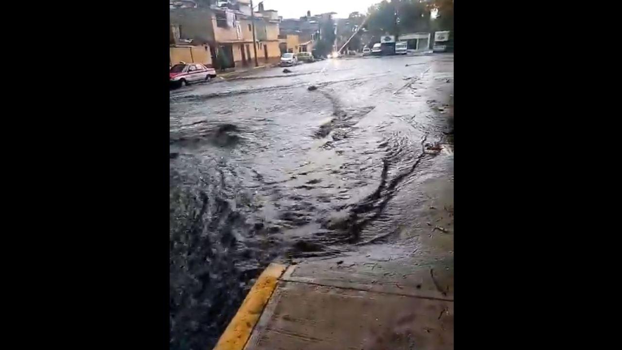 Se desborda presa en Álvaro Obregón por lluvia