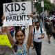 Trump cede, mantendrá a familias migrantes unidas