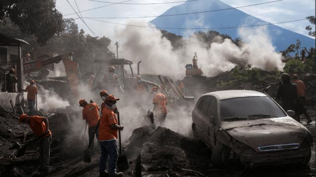 Aumentan a 101 los muertos por erupción Guatemala