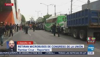 Retiran microbuses abandonados en avenida Congreso de la Unión